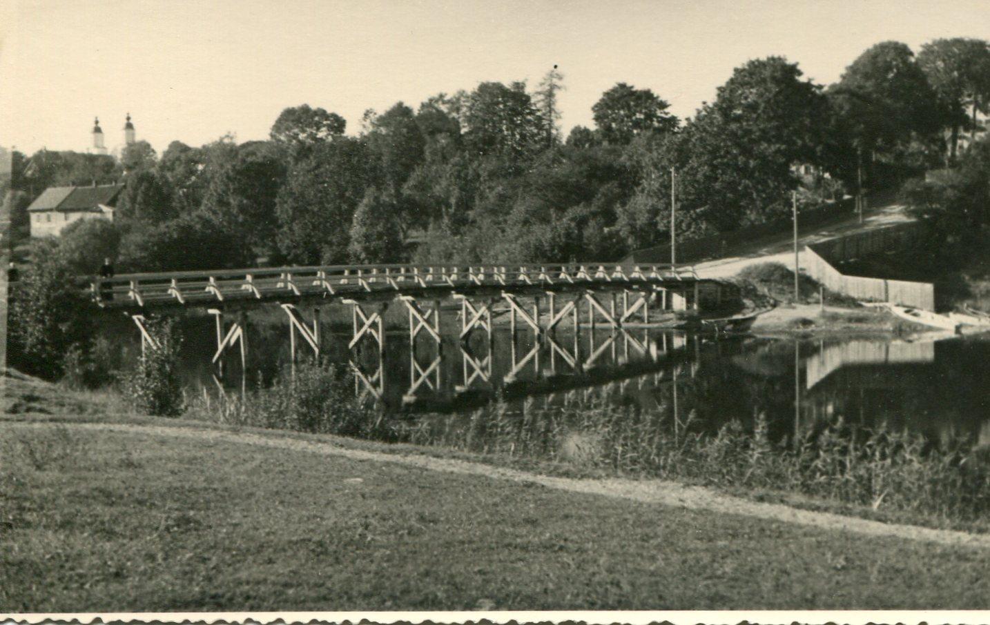 Tiltas per Nikajos upe. 1935